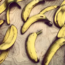 Free Bananas On Wooden Table Stock Photography - 82962422