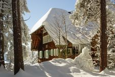 Free Snow Covered Chalet Lodge In Winter Royalty Free Stock Image - 82962666