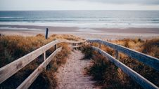 Free Wooden Pathway To Beach Shore Royalty Free Stock Image - 82962976