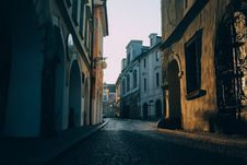 Free Sunset Alley Royalty Free Stock Photos - 82963468