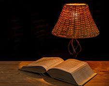 Free Open Encyclopedia Under Lamp Royalty Free Stock Photography - 82964327