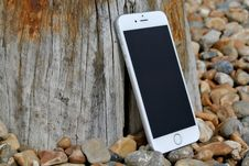 Free Silver Iphone 6 On Gray And Brown Stone Stock Photography - 82966942