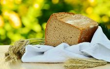 Free Brown Loft Bread In White Textile On Beige Table Royalty Free Stock Photos - 82974218