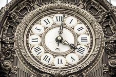 Free Roman Numeral Round Analog Clock At 4:02 Royalty Free Stock Image - 82975046