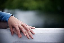 Free Couple With Wedding Ring Holding Hands Royalty Free Stock Photography - 82975497