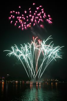 Free Fireworks Display During Nighttime Royalty Free Stock Photos - 82977938