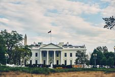Free White Concete Building With Flag On Top Stock Photography - 82978232