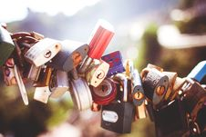 Free Gray Brown And Black Padlocks Compress Together Royalty Free Stock Photo - 82978245
