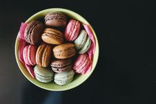 Free Bowl Of Macaroons Stock Photo - 82978760