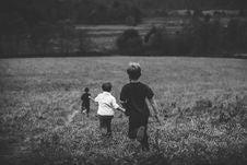 Free Children Running On Field Stock Image - 82979031