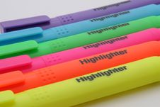 Free Purple Blue Green Pink Orange And Yellow Highlighter Stock Photos - 82979063