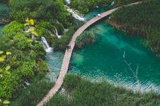 Free Path Along Waterfalls Royalty Free Stock Photography - 82979457
