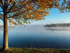 Free Clear Lake Under Blue Sky During Daylight Stock Photography - 82979872