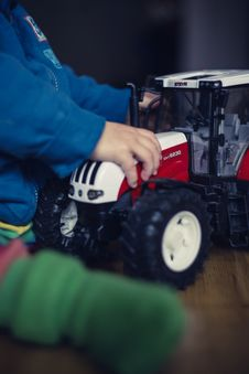 Free Child Playing With Toy Tractor Stock Images - 82980244