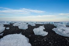 Free Ice Floes Against Blue Skies Royalty Free Stock Photography - 82980287