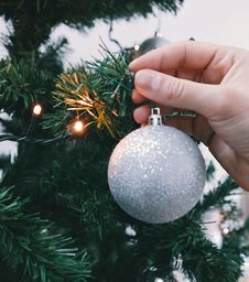 Free Hand Hanging Christmas Ornament Royalty Free Stock Image - 82980326