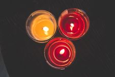 Free Lighted Red Wax Candle On Clear Drinking Glass Royalty Free Stock Photos - 82980368
