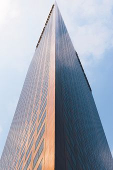 Free Tall Modern Skyscraper Building Royalty Free Stock Images - 82981049