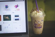 Free Coffee Drink And Laptop Stock Photo - 82981370