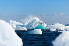 Free Waves Splashing Over Icebergs Royalty Free Stock Photos - 82981808