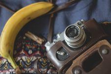 Free Vintage Camera And Banana Stock Images - 82982614