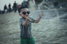 Free Kid Playing At Beach Royalty Free Stock Photography - 82983217