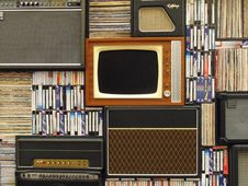 Free Vintage Television Set And Books Stock Photos - 82984483