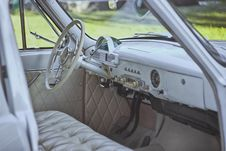 Free Vintage Car Interior Stock Images - 82984584