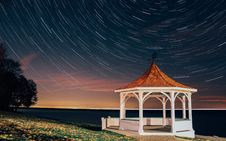 Free White And Brown Gazebo I Seashore Time Lapse Photography Stock Photography - 82984622