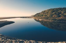 Free Serene Water Landscape With Mountain Royalty Free Stock Photo - 82984805