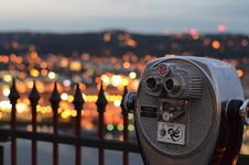 Free Tourists Viewfinder Over City Lights Stock Photography - 82985292