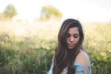 Free Woman Wearing Teal Off Shoulder While Seating On Grass Photo Royalty Free Stock Images - 82985589