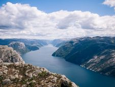 Free Norwegian Fjord Royalty Free Stock Photography - 82985687