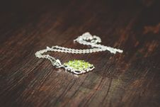 Free Women S Green Necklace Stock Photos - 82985693