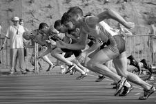 Free Athletes Running On Track And Field Oval In Grayscale Photography Royalty Free Stock Images - 82985799