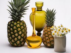 Free Pineapples, Flowers And Vases Stock Images - 82986274