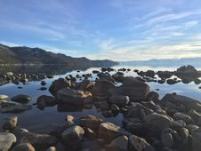 Free Rocky Shoreline Of Lake Tahoe Stock Images - 82986814