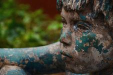 Free Blue And White Painted Boy Statue Royalty Free Stock Photos - 82987438