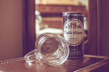 Free Bear Mug And Beer Can Royalty Free Stock Image - 82988156