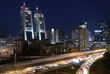 Free Highway Through City At Night Stock Photo - 82988540
