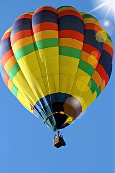 Free Yellow Blue Hot Air Balloon Stock Photo - 82988660