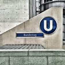 Free Bundestag Logo On Cement Wall Royalty Free Stock Photography - 82989117