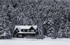 Free Snowy House Grayscale Photo Royalty Free Stock Photos - 82989158