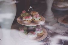 Free Beige White Cupcake On 2 Layer Stand Near White Baluster Royalty Free Stock Photos - 82989838