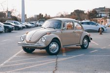 Free Brown Volkswagen Beetle At Parking Lot Stock Images - 82989934