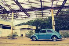 Free Blue Volkswagen Beetle In Front Of Building Stock Photography - 82990162