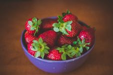 Free Blue Round Bowl Of Fresh Strawberries Royalty Free Stock Images - 82990499