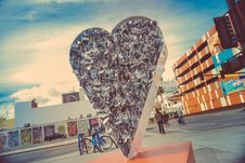 Free Solid Heart As Sculpture Stock Images - 82991694