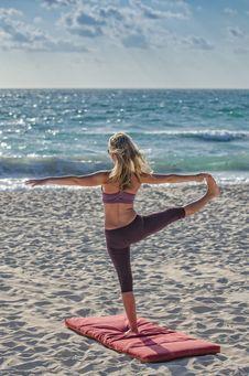 Free Woman Doing Yuga On Seashore Royalty Free Stock Photos - 82991708