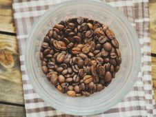 Free Bowl Of Coffee Beans Royalty Free Stock Image - 82991926